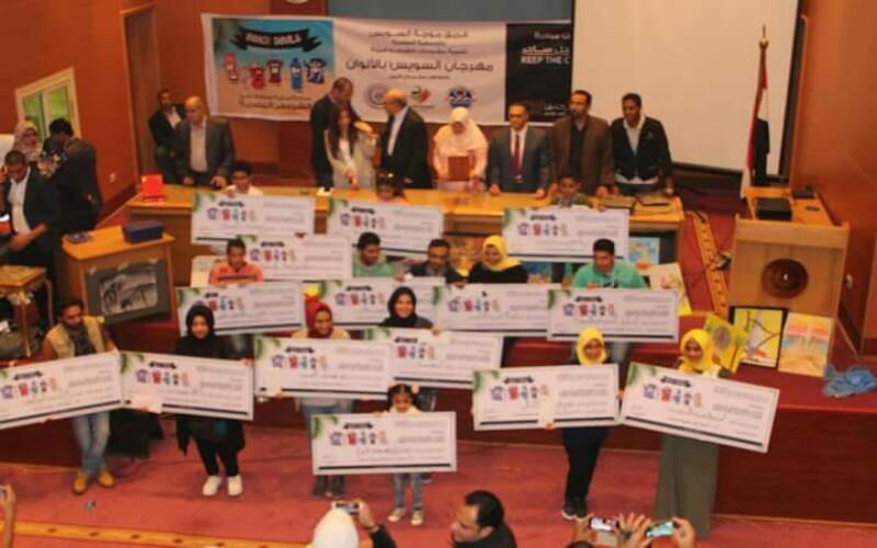 البنك العربي الافريقى الدولي يكرم الفائزين بمسابقة الفنون التشكيلية خلي الساحل ساحر