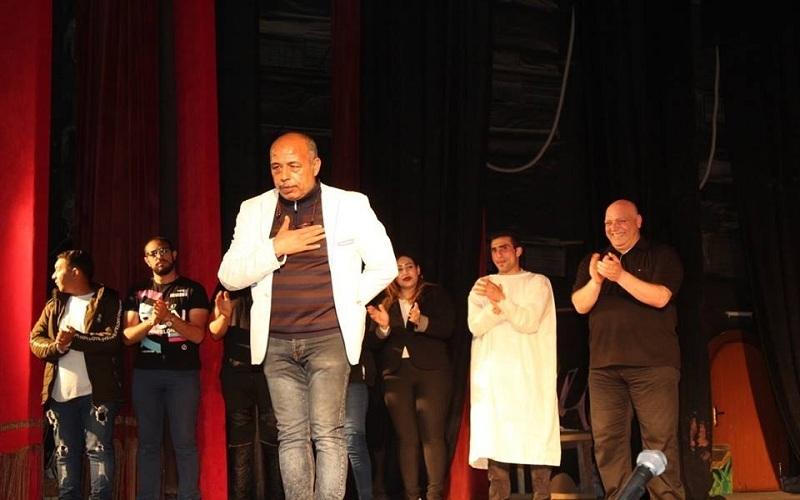 """الفنان محمود عثمان""""ورا الشمس""""على مسرح قصر ثقافة السويس.التنوير_eltanwer"""